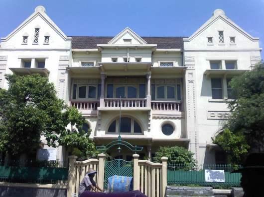 Rumah tinggal keluarga Oesman Nabhan