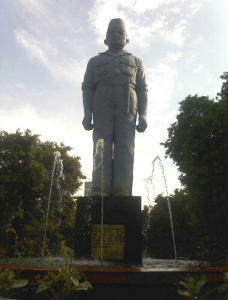 monumen-gubernur-suryo