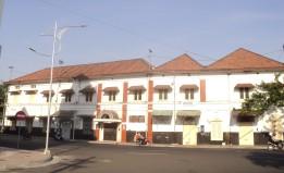 Gedung Notaris dari sisi Jl. Jembatan Merah