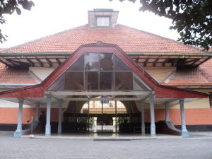Pintu Gerbang Hogere Burger School (HBS) Surabaya